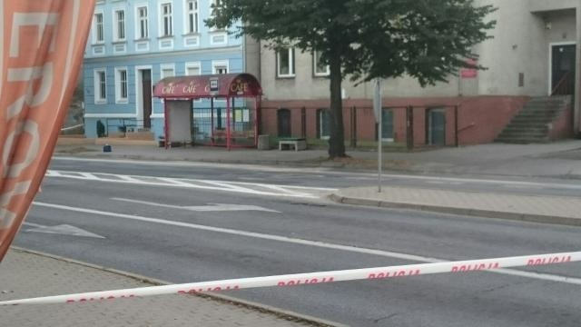 """O tajemniczym znalezisku policja poinformowała po 18.00. """"Tajemnicza"""" walizka została pozostawiona na przystanku autobusowym przy ul. Kosynierów Gdyńskich."""