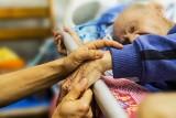 Caritas organizuje kurs na wolontariuszy w hospicjum. Pokaże jak towarzyszyć chorym na nowotwory