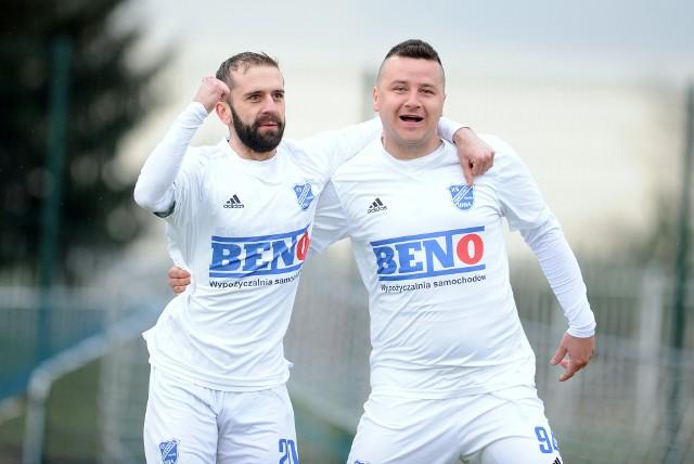 Łukasz Bawoł (po prawej) zdobył zwycięskiego gola dla Unii.