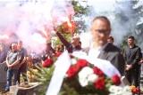 """Pogrzeb Piotra Rockiego w Zabrzu. Tłumy pożegnały piłkarską legendę. """"Rocky"""" na zawsze pozostanie w naszych sercach"""
