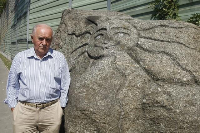 Tadeusz Pabin był pomysłodawcą ozdobienia osiedla kamieniem