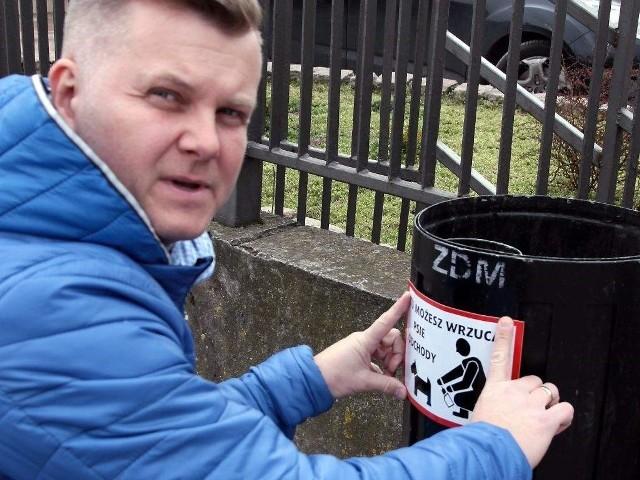 - Chodzi o to, by wreszcie w naszym mieście zrobiło się czysto! - argumentuje Tomasz Smolarek, radny ipomysłodawca oklejania pojemników.