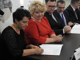 W Sokółce powstanie pierwszy wiadukt nad torami, umowy zostały podpisane (zdjęcia)