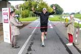 100 półmaratonów w 100 dni. Biegacz z Kolbuszowej podjął śmiałe wyzwanie, by wspomóc ciężko chore dzieci w rzeszowskim hospicjum