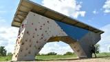 Poznaniacy mogą już korzystać ze ścianek wspinaczkowych nad Wartą. Oddano do użytku Poznański Rejon Wspinaczkowy