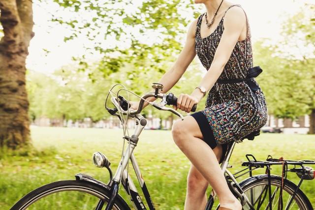 Malownicze krajobrazy Podlasia najlepiej zwiedza się rowerem – nie brakuje tu ani wygodnych tras, ani atrakcji.