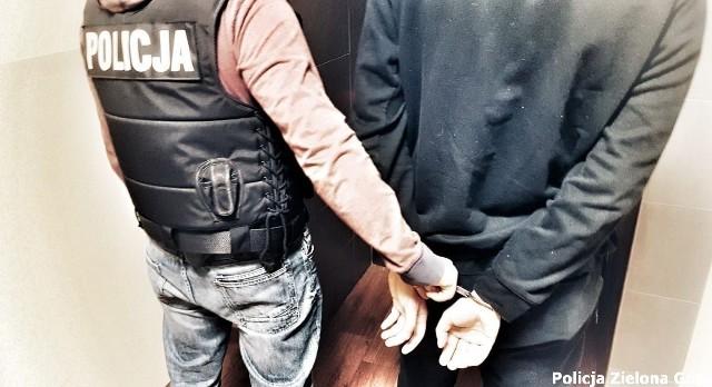 Policjanci zatrzymali mężczyznę, który miał przy sobie kartę i dokumenty zielonogórzanki