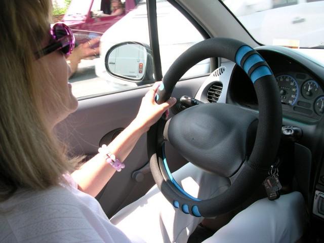 84% kobiet kierowców prowadzi samochód, odczuwając głód, a to z kolei prowadzi do obniżenia koncentracji.