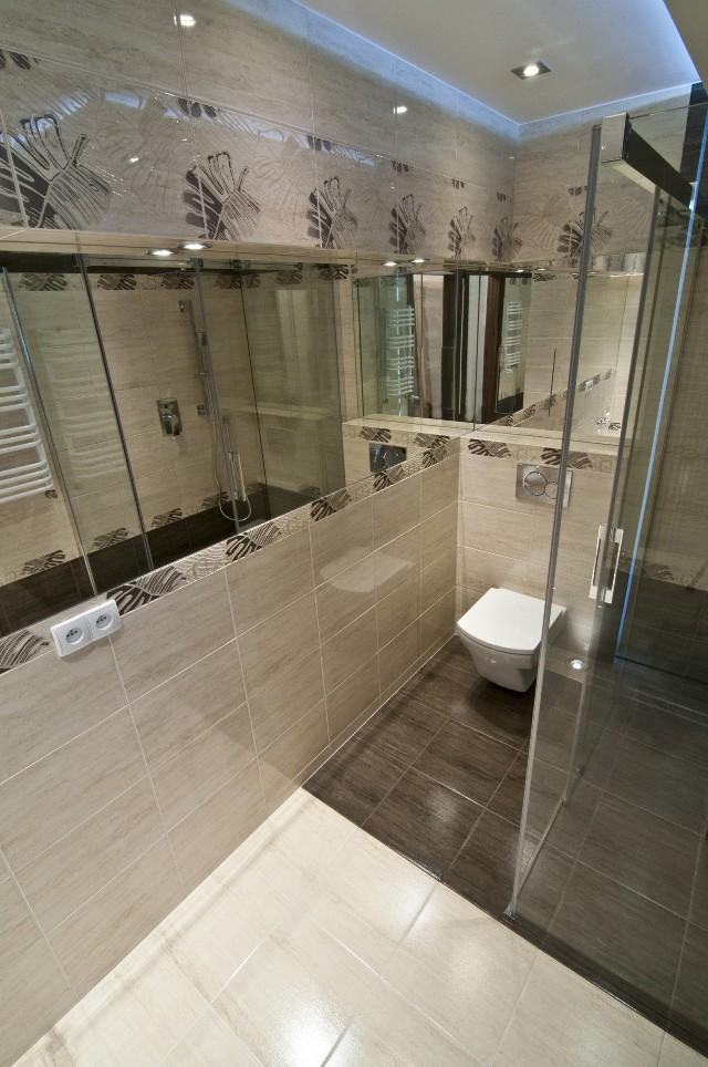 Aranżacja łazienkiGdy urządzamy łazienkę, oprócz doboru odpowiedniego koloru fugi, musimy pamiętać o zabezpieczeniu spoin między płytkami przed występowaniem pleśni.