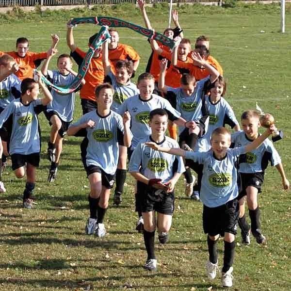 Młodzi piłkarze Strugu czerpią wielką frajdę z uprawiania piłki nożnej
