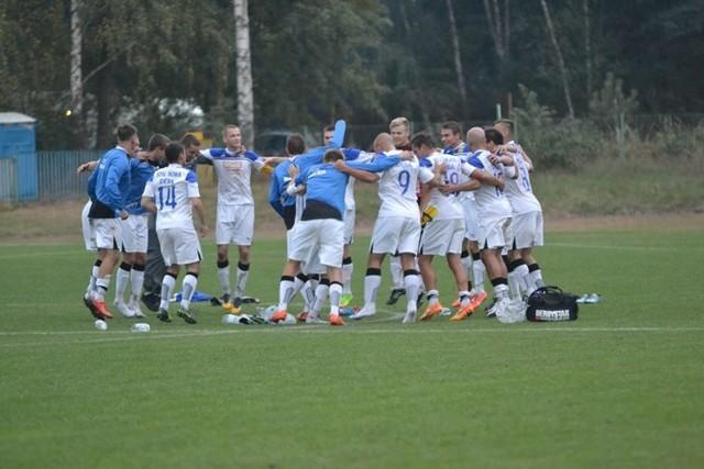 Piłkarze Stali Nowa Dęba po meczu z Kolbuszowianką Kolbuszowa mogli radować się z trzech punktów.