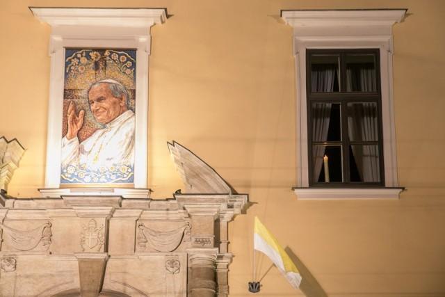 """Pieśń """"Barka"""" często rozbrzmiewała pod papieskim oknem w Krakowie, teraz można ją nagrać z własnego domu"""