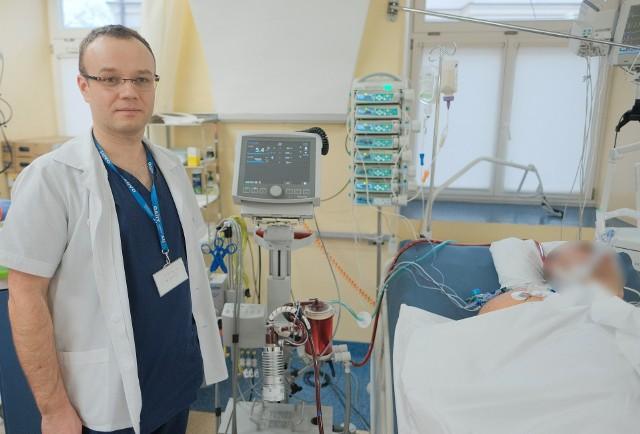 Dr hab. n. med. Mirosław Czuczwar zaprezentował aparat ECMO