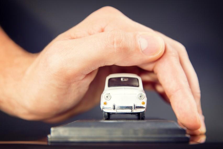 - Większości osób rynek ubezpieczeń kojarzy się wyłącznie z...
