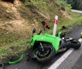 Niedaleko Kowalewic motocyklista uderzył w skarpę (ZDJĘCIA)