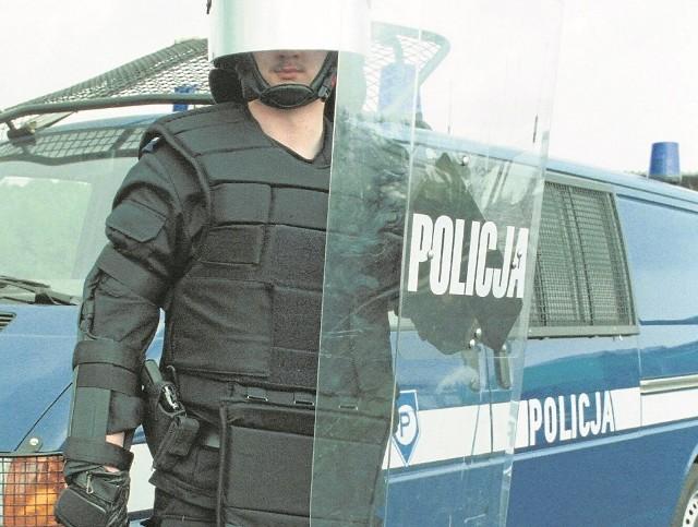 W ubiegłym roku zarzuty stosowania przemocy podczas służby usłyszało w całym kraju 58 policjantów