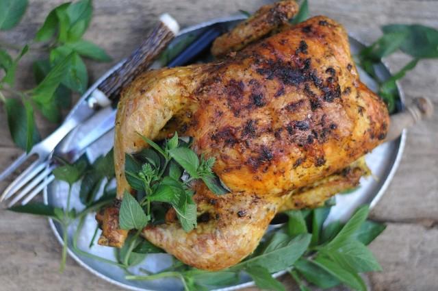 Kurczak pieczony w całości to pomysł na fantastyczny obiad dla całej rodziny. Zobaczcie przepisy naszych Czytelników na pysznego kurczaka.