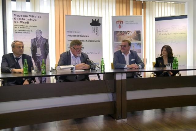 Listę autorów i książek nominowanych  do tegorocznej Nagrody Gombrowicza przedstawił Tomasz Tyczyński.