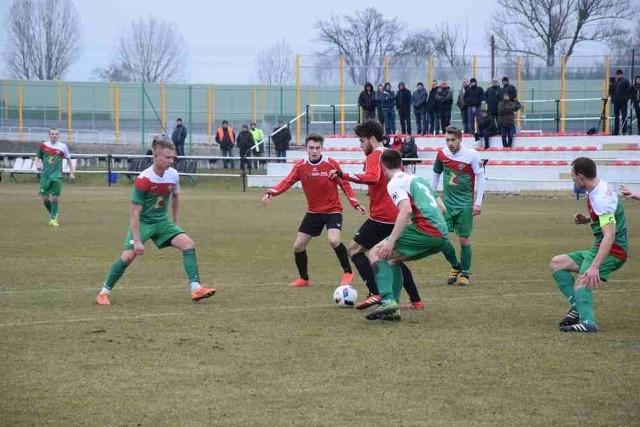 Piast Żmigród był znacznie groźniejszy, ale to jego imiennik z Karnina zdobył o jednego gola więcej.
