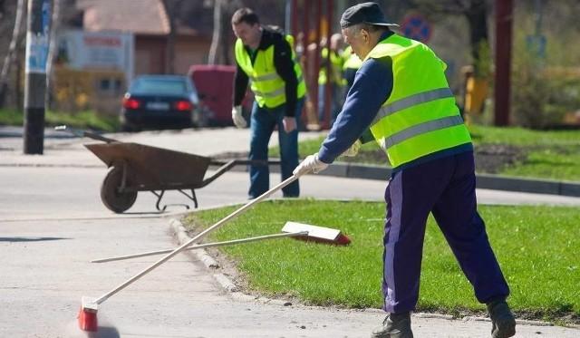 Stawka za godzinę pracy dla dłużników w Łodzi wynosi teraz 15 zł.