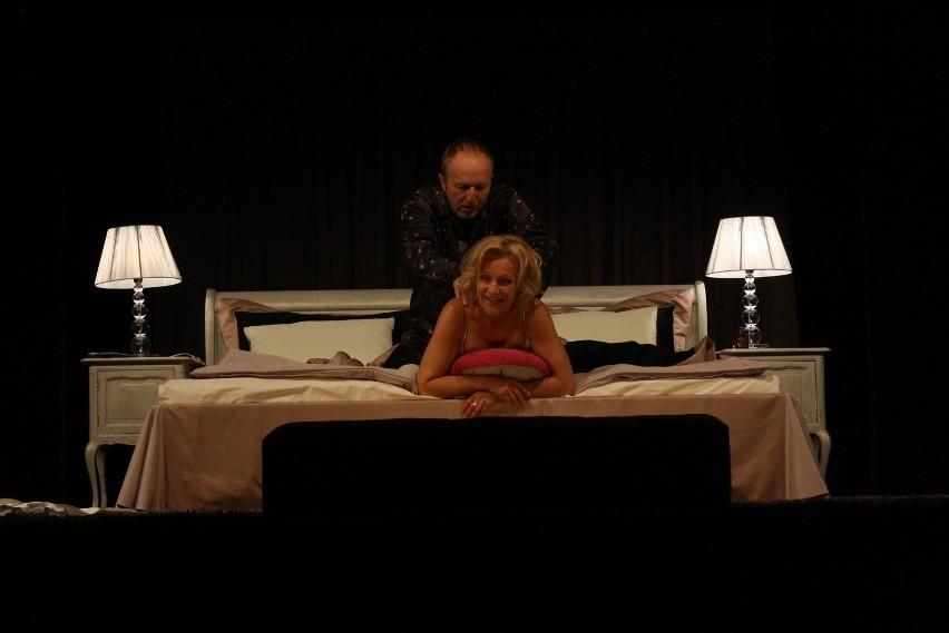 Maria Pakulnis gra  Alice, która próbuje ratować związek