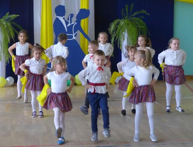 Stary Lubotyń. Gimnazjum gościło grupy taneczne z kilku szkół w powiecie ostrowskim.