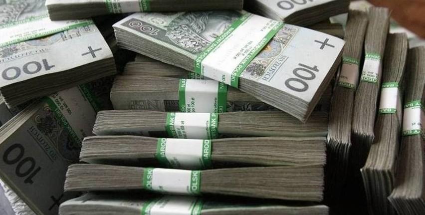Oświadczenia majątkowe podlaskich posłów. Kto ma największe oszczędności, najwięcej aut i najdroższy dom, a kto najlepiej lokuje? [zdjęcia]