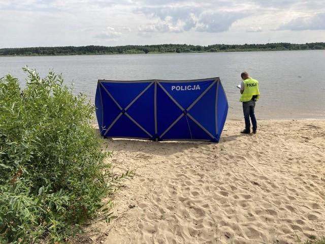 Najczęstszą przyczyną utonięć, do których doszło w tym sezonie m.in. w Zalewie Cieszanowickim na rzece Lubiąży koło Rozprzy w powiecie piotrkowskim, jest alkohol i nadmierna brawura.