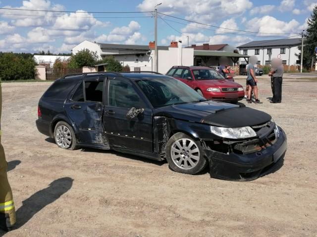 Kierowca samochodu marki Saab uderzył w jeden z płotów przy ul. Krotoszyńskiej, na którym znajdowała się instalacja gazowa.
