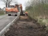 Po naszej interwencji naprawiają drogę na odcinku Mścice - Dobiesławiec