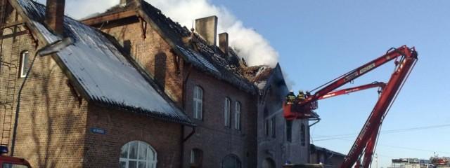 Wierzchowo: pali się dworzec PKP.