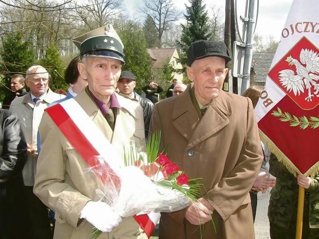 Stanisław Semków i Eugeniusz Zwierz ze Łazami w oczach wspominali tamte, dramatyczne chwile, gdy woda była czerwona od krwi.