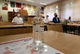 Problemy szkół w pandemii: Chaos prawny, finanse i... nieodpowiedzialność części rodziców