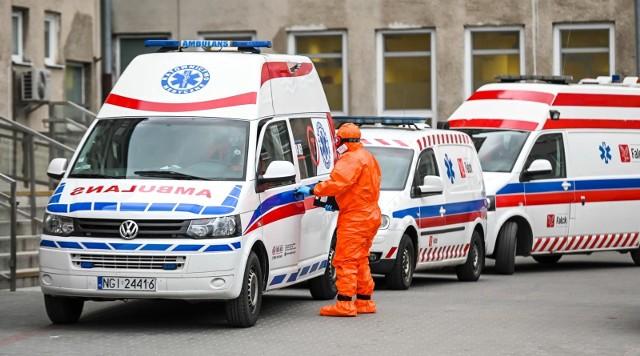 Liczba śmiertelnych ofiar koronawirusa przekroczyła dwa tysiące. Dziś 887 zachorowań