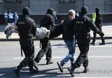 Witebsk: W obronie pałowanego przez milicjantów stanęli zwykli ludzie. Przepędzili mundurowych