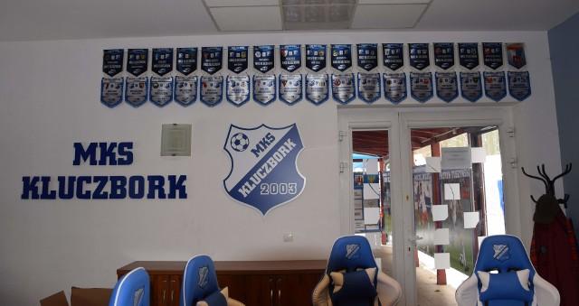 MKS Kluczbork jest obecnie jednym z trzech przedstawicieli Opolszczyzny w 3 lidze piłkarskiej. Sprawdziliśmy i prezentujemy na zdjęciach, jak obecnie od kulis prezentuje się ten klub, który ma za sobą przeszłość nawet na 1-ligowym szczeblu.