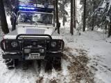 Limanowa. Z powodu śniegu karetka utknęła na drodze. Nie zdołała dojechać do potrzebującego. 56-letni mężczyzna zmarł