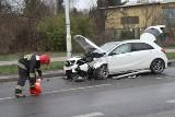 Wypadek na Borowskiej. Zderzenie mercedesa z ciężarowym kamazem (ZDJĘCIA)