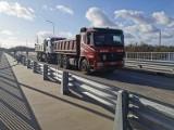 Nowy most w Krapkowicach będzie otwarty już w grudniu. Obiekt pomyślnie przeszedł próby obciążeniowe