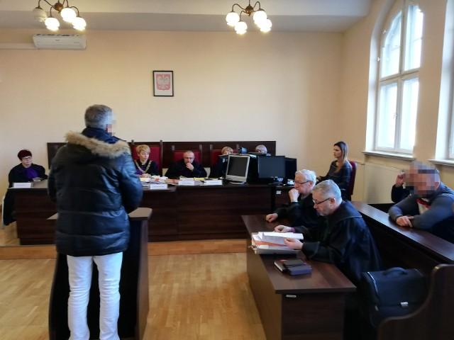 To już kolejny proces w sprawie zabójstwa Piotra Karpowicza. Przedtem oskarżonych uniewinniono, a później skazano na 25 lat.