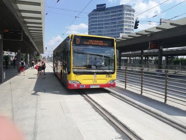 Na pierwszy i drugi peron na Rondzie Reagana wróciły autobusy i tramwaje