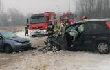 Wypadek na ul. Orląt Lwowskich w Oświęcimiu. W zderzeniu dwóch samochodów poszkodowane zostały dwie osoby [ZDJĘCIA]