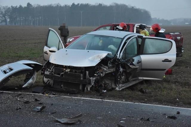 Dwie osoby zostały ranne w wypadku trzech aut, do którego doszło w piątek między Śremem a Zaniemyślem.Kolejne zdjęcie --->