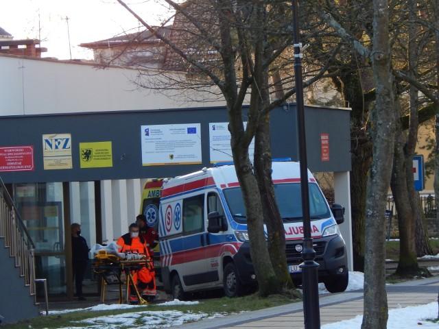 Prądu zabrakło w chwili, gdy ratownicy z pacjentem znajdowali się w windzie. Pomoc nadeszła szybko