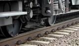Tragiczny wypadek na torach kolejowych w Koluszkach. Pociąg potrącił mężczyznę
