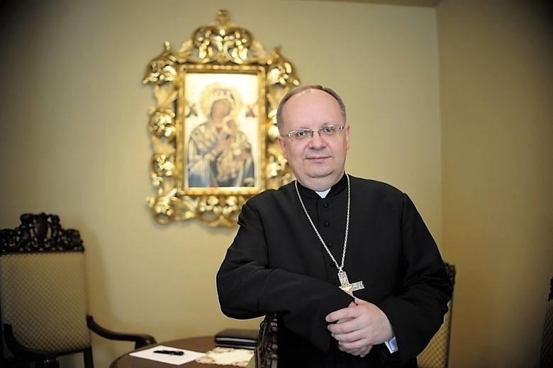 Bp Andrzej Czaja apeluje na twitterze o modlitwę za dotkniętych koronawirusem