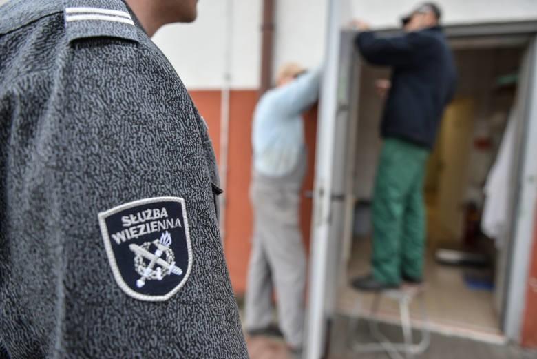 """Budowa prowadzona jest w ramach rządowego programu """"Praca dla więźniów"""". Przewiduje on, że w ciągu najbliższego roku w opolskich więzieniach dodatkowo około 220 osadzonych znajdzie stałe zajęcie."""