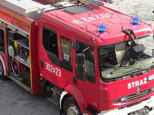 W akcji gaśniczej brały udział trzy zastępy straży pożarnej.