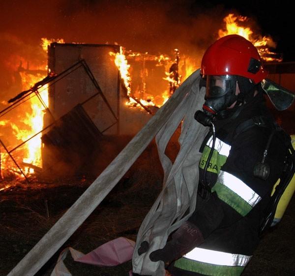 19-latek przyznał się do podpaleń 2 stodół.