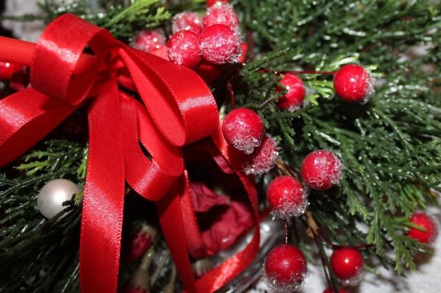 Od 150 do 300 zł za wizytę inkasuje św. Mikołaj w Toruniu. Przed świętami zarobią też jednak hostessy, dodatkowi kasjerzy w sklepach, osoby sprzątające domy. Można też wyjechać na święta do Holandii i zarobić w euro!Święta Bożego Narodzenia w pracy? Wielu sobie tego nie wyobraża. Życie jednak pisze różne scenariusze. Potrzebujących dorobić w grudniu może zainteresować oferta biura pracy Axidus (wpis do Krajowego Rejestru Agencji Zatrudnienia nr 8517). Chodzi o pracę dorywczą w Holandii, w Rotterdamie i okolicach. CZYTAJ DALEJ >>>>>Polecamy:Ile za wizytę Świętego Mikołaja w Toruniu? Sprawdzamy cennik!Nowe osiedla w Toruniu: gdzie budują? Najnowsze oferty developerów